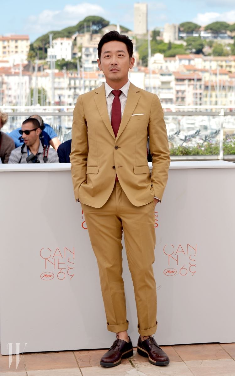 """CANNES, FRANCE - MAY 14:  Actor Ha Jung-Woo attends """"The Handmaiden (Mademoiselle)"""" photocall during the 69th annual Cannes Film Festival at the Palais des Festivals on May 14, 2016 in Cannes, France.  (Photo by Dominique Charriau/WireImage)"""