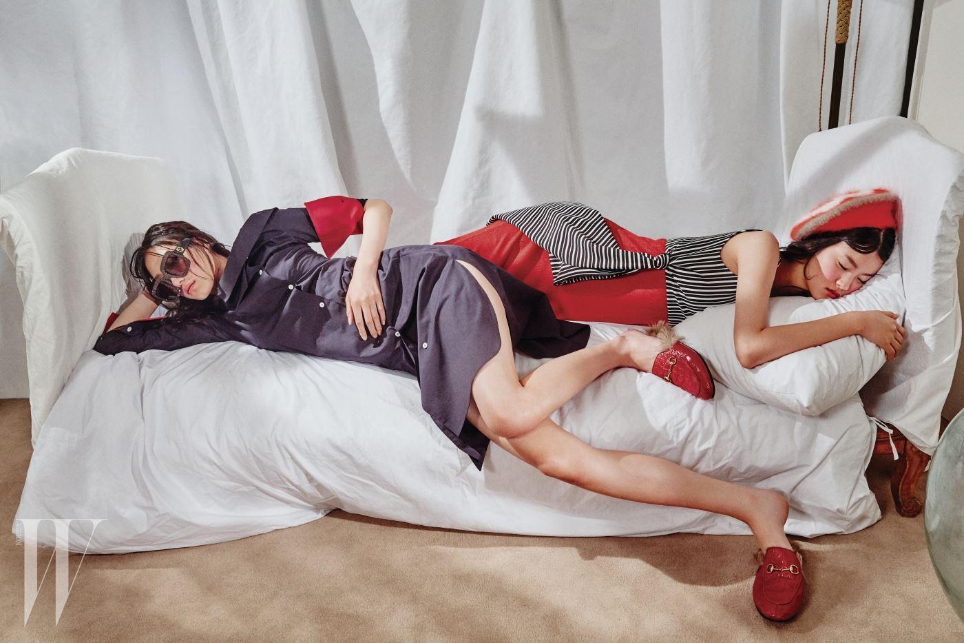 왼쪽부터 | 오프숄더 셔츠 드레스는 And You, 크리스털 장식의 사각 프레임 선글라스와 모피를 덧댄 빨간 가죽 뮬은 Gucci, 펄이 들어간 빨간 니트 드레스와 톱으로 연출한 꼬임 장식 줄무늬 원피스는 Zara, 앙고라 니트 베레는 Gucci 제품.