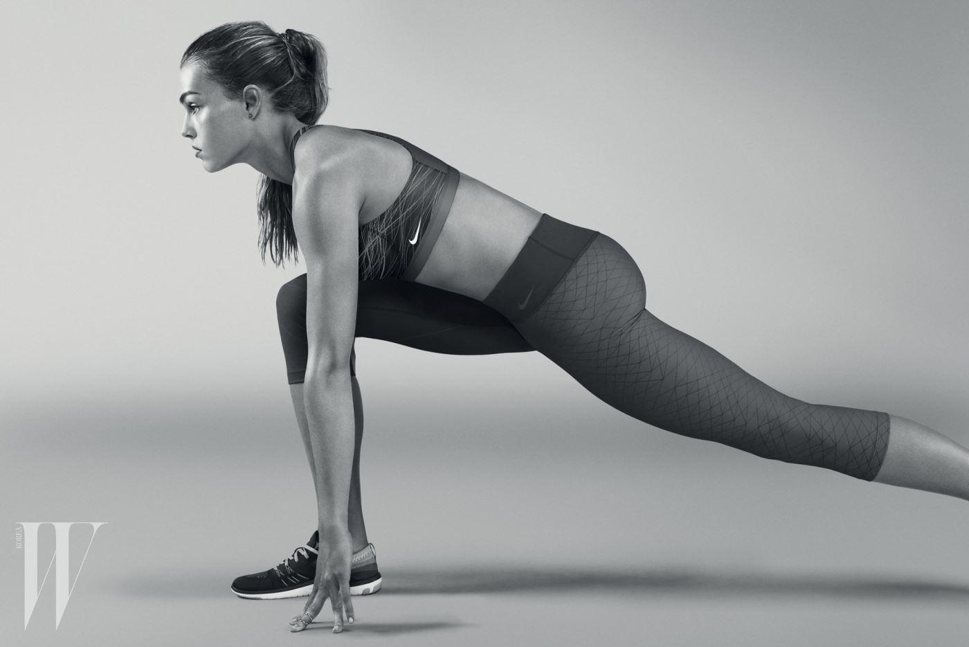 FA16_NWMN_Nike_Pro_Bra_Portrait_low (2)
