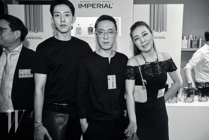 선후배 디자이너인 양희민과 곽현주가 함께 포즈를 취했다.