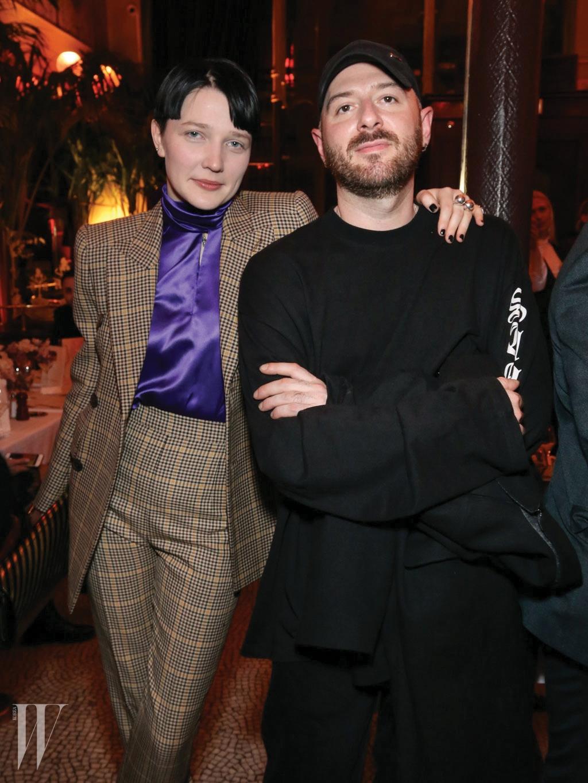 오늘날 패션계를 이끄는 가장 핫한 디자이너와 스타일리스트 듀오인 뎀나 바잘리아와 로타 볼코바.