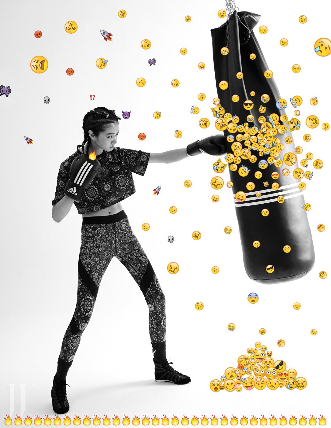 독특한 패턴의 크롭트 톱과 레깅스는 Nike Lab X Riccardo Tisci, 전문 복싱용 샌드백과 글러브, 슈즈는 Adidas Performance 제품.