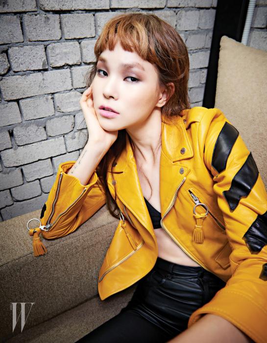 노란색 가죽 재킷은 오프화이트 분더샵 제품. 가격 미정.