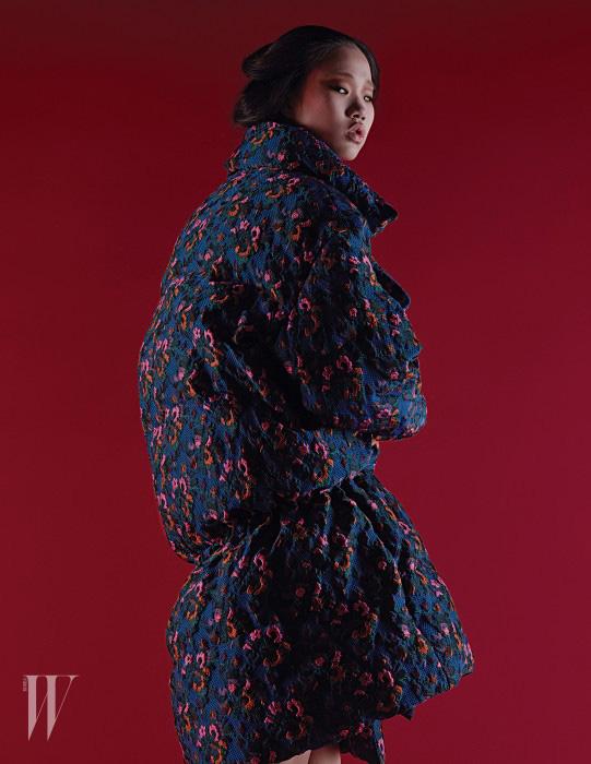 꽃무늬 패딩 코트는 제인송 제품. 가격 미정.