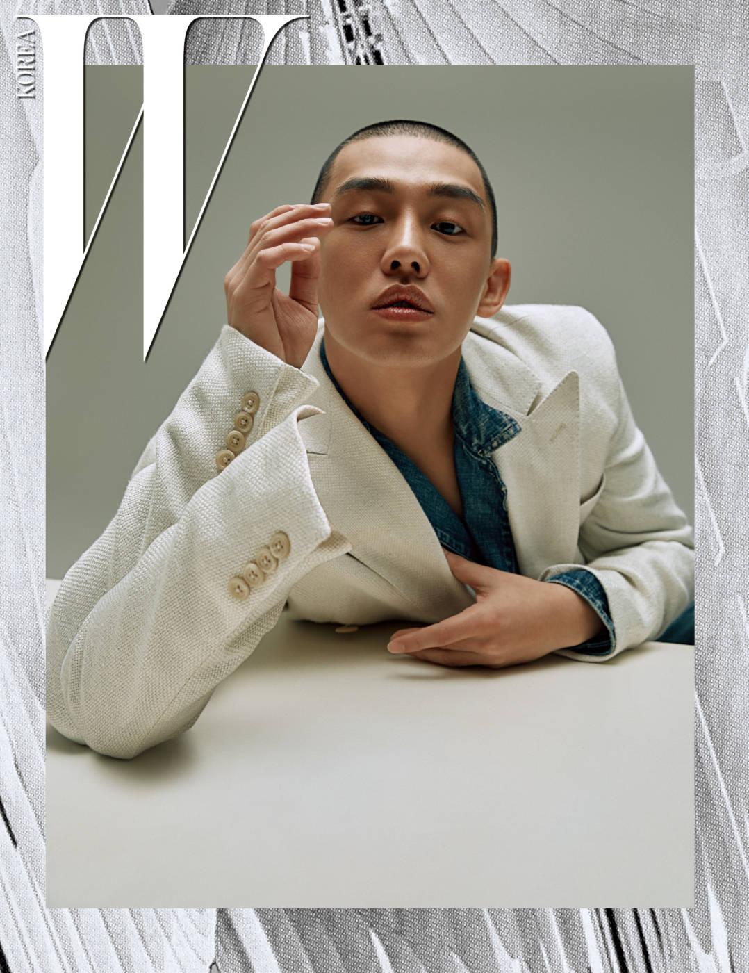 하얀색 재킷과 안에 입은 데님 재킷은 Polo Ralph Lauren 제품.