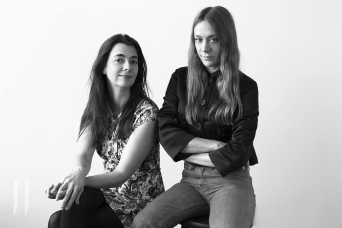 Chloe Sevigny and Carmen Lynch_ph. Brigitte Lacombe