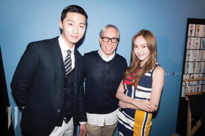 백스테이지에서 만나 친근한 인사를 나눈 배우 박서준과 디자이너 타미 힐피거, 그리고 제시카.