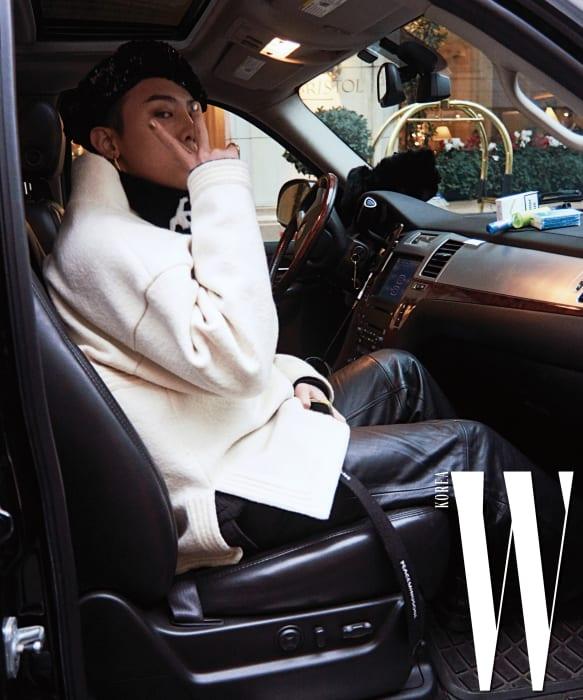 파리 브리스톨 호텔에서 그랑팔레로 향하는 차 안과 포토월, 해외 취재진의 인터뷰가 이어진 쇼가 끝난 직후를 포착했다.