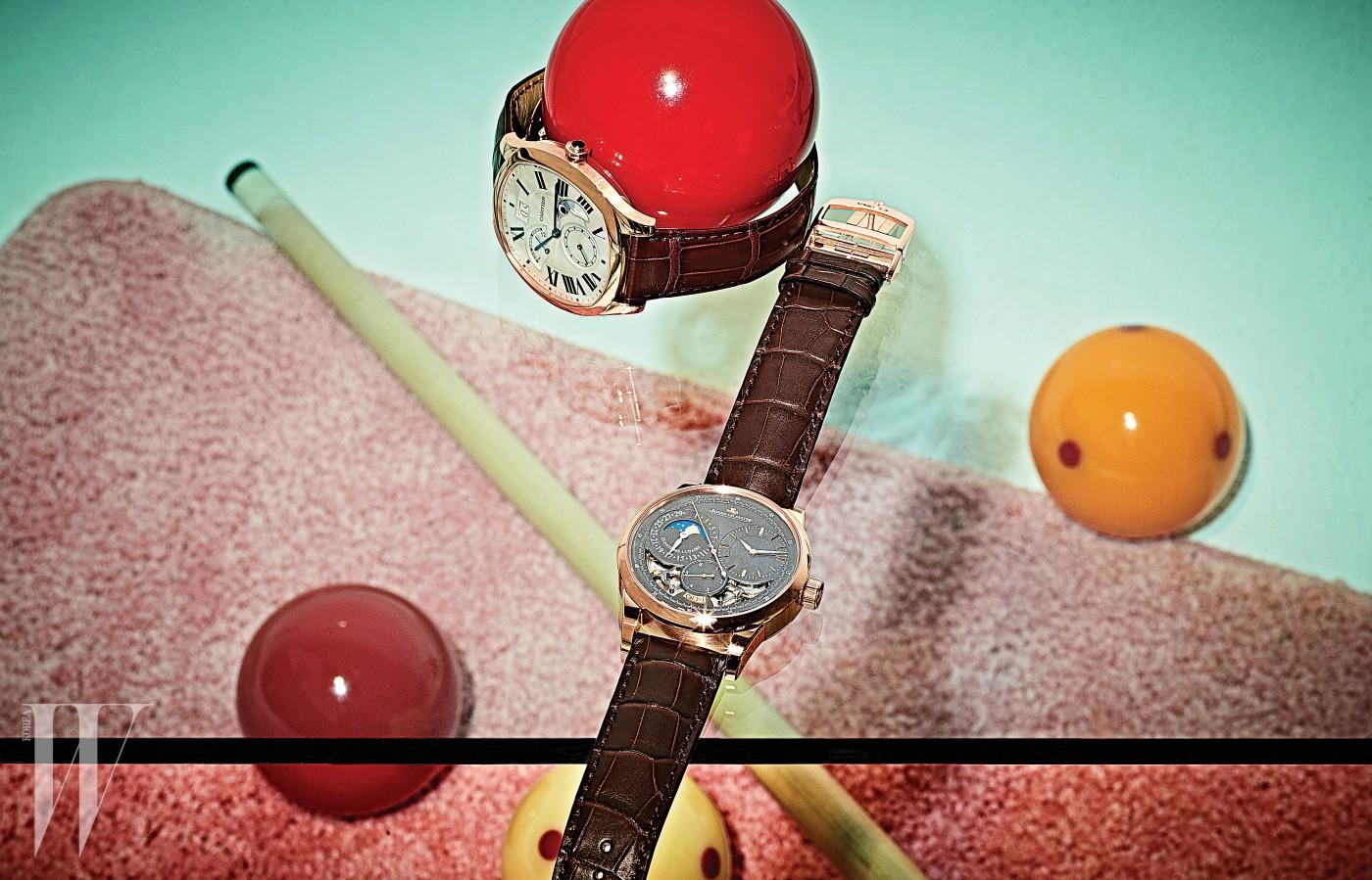 왼쪽 | 감각적인 스타일을 갖춘 세련된 라인의 쿠션형 워치로 까르띠에 매뉴팩처 오토매틱 와인딩 머캐니컬 무브먼트를 장착한 드라이브 드 까르띠에 컴플리케이션 워치는 까르띠에(Cartier) 제품. 오른쪽 | 문페이즈와 듀얼 윙 시스템을 장착, 놀라운 정밀도를 갖춘 우아한 디자인의 듀오미터 퀀템 루너 부티크 에디션 워치는 예거 르쿨트르(Jaeger LeCoultre) 제품.