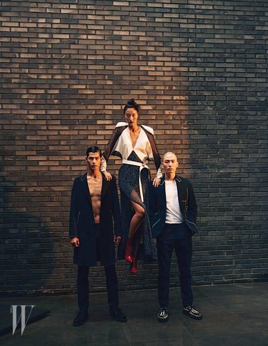 (왼쪽부터) 태은이 입은 롱 재킷, 팬츠, 슈즈, 박지혜가 입은 드레스, 레드 부츠, 노마한이 입은 재킷, 티셔츠, 팬츠, 얼룩말 프린트 슈즈는 모두 Louis Vuitton 제품.