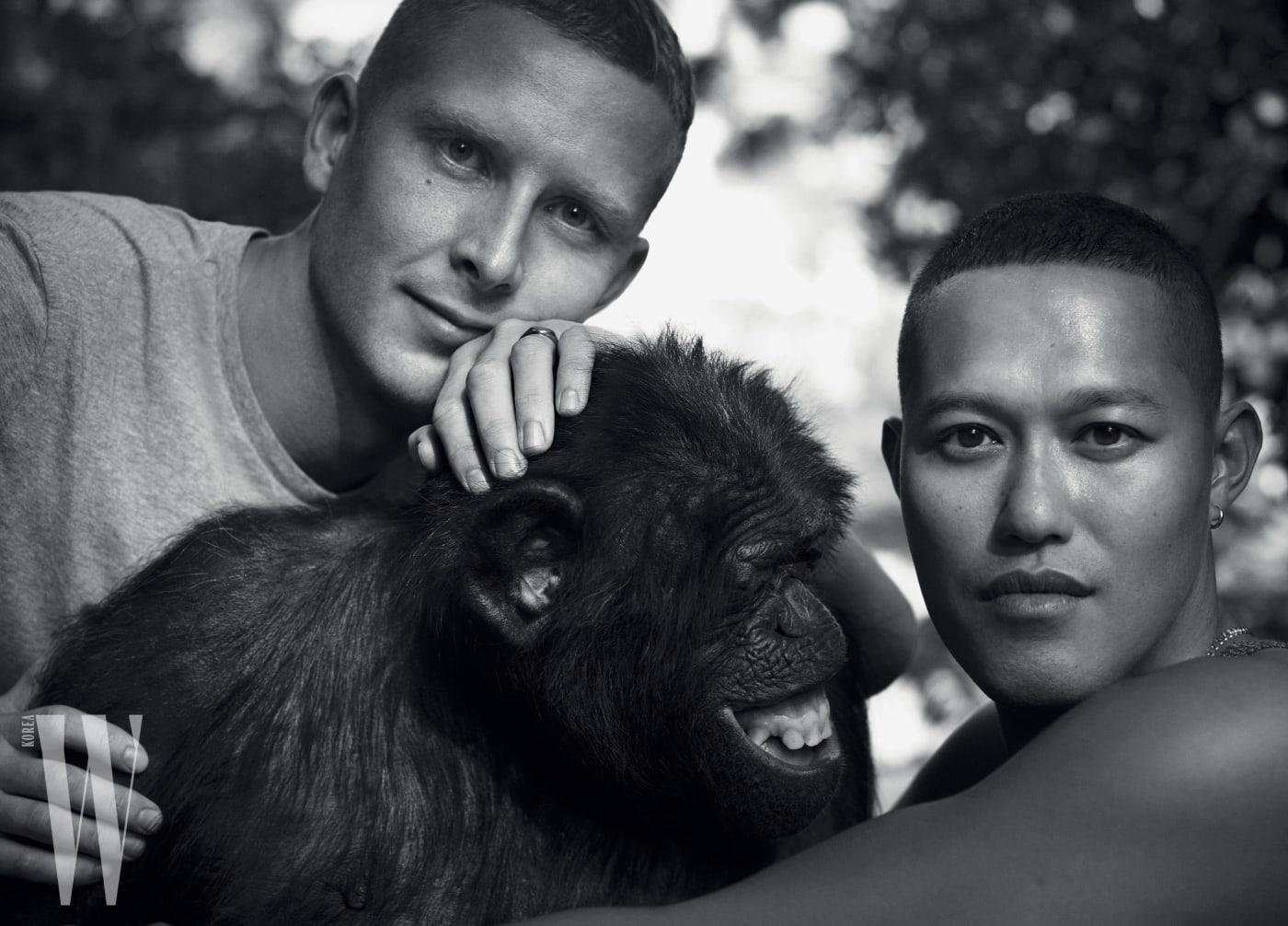 뉴욕 패션계에서 각광받는 신진 포토그래퍼 듀오로 떠오른 숀&셍. 본명은 숨긴 채, 오직 숀&셍이라는 듀오 이름만으로 그들의 존재감을 부각시키고 있다.