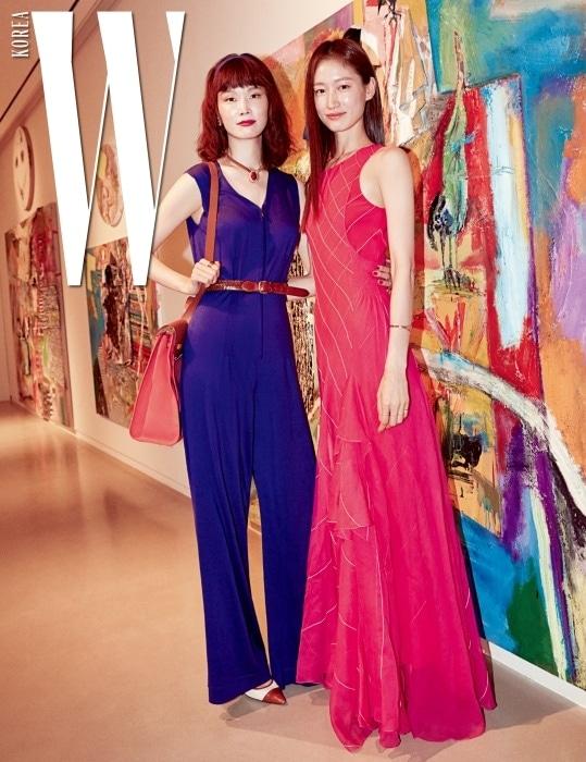 나데주 바니 시뷸스키의 미니멀한 감성이 더해진 점프슈트와 드레스를 입은 모델 송경아, 박세라.