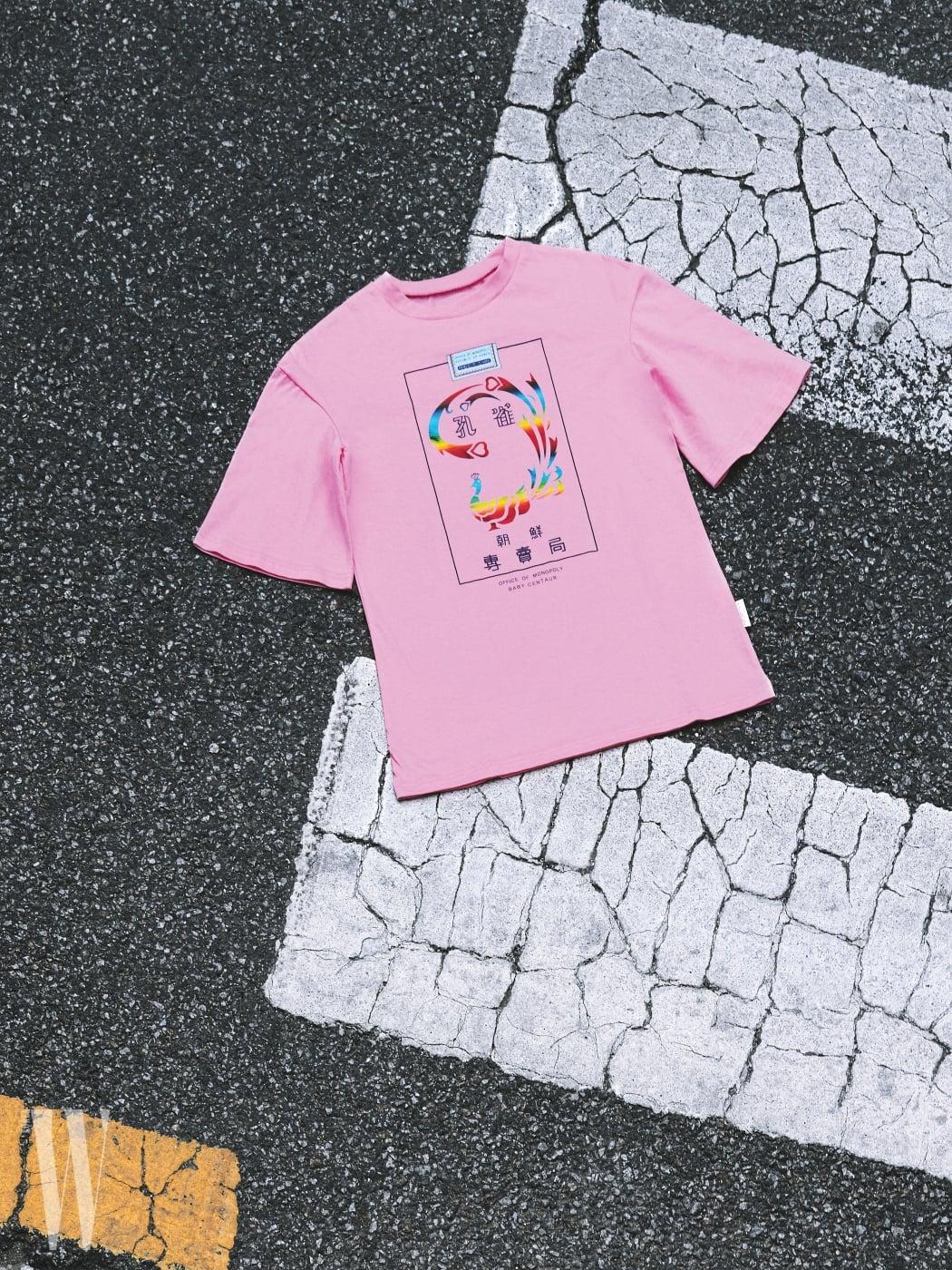 4 키치한 동양적인 프린트를 얹은 반소매 티셔츠는 베이비센토르 제품. 5만4천원.