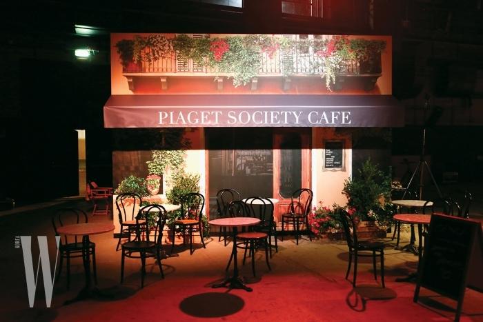 갈라 디너에 마련된 피아제 소사이어티 카페 전경.