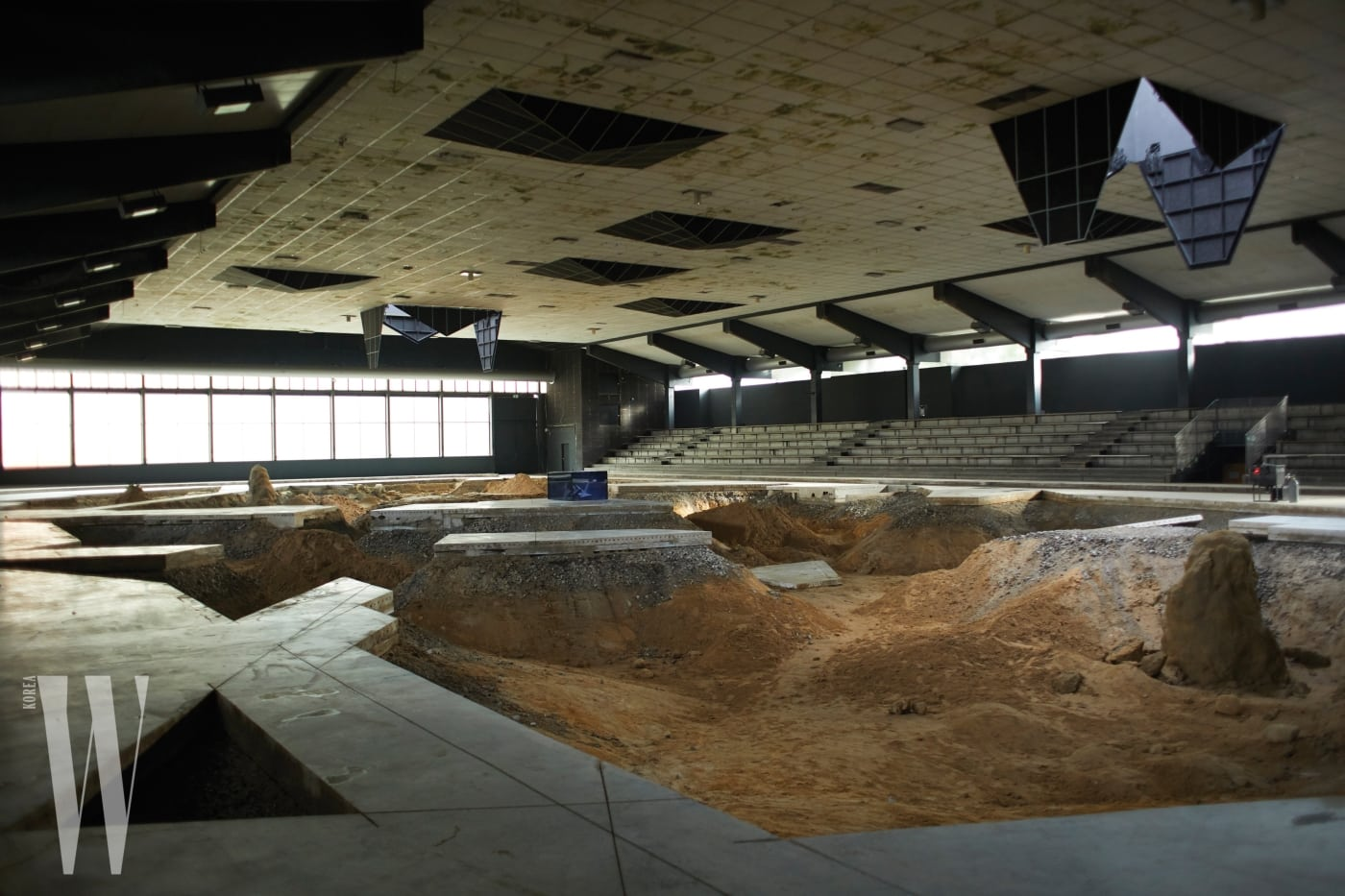발굴 현장을 연상시키는 피에르 위그의 설치 작품.