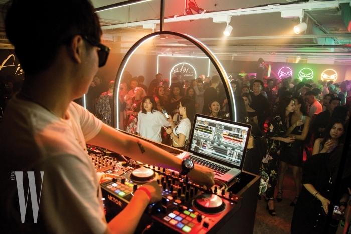펜디의 월드와이드 커뮤니케이션 디렉터 크리스티아나 몬파르디니가 지휘하는 'F IS FOR…'는 뉴욕에서의 첫 행사에 이어 두 번째 장소로 아시아의 거점 홍콩을 선택했다.