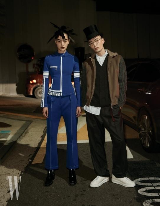 퐁리가 입은 스포티 무드 재킷, 팬츠, 부츠는 모두 Louis Vuitton 제품. 노마한이 입은 재킷, 니트 베스트, 셔츠, 팬츠, 벨트, 스니커즈는 모두 Louis Vuitton 제품.