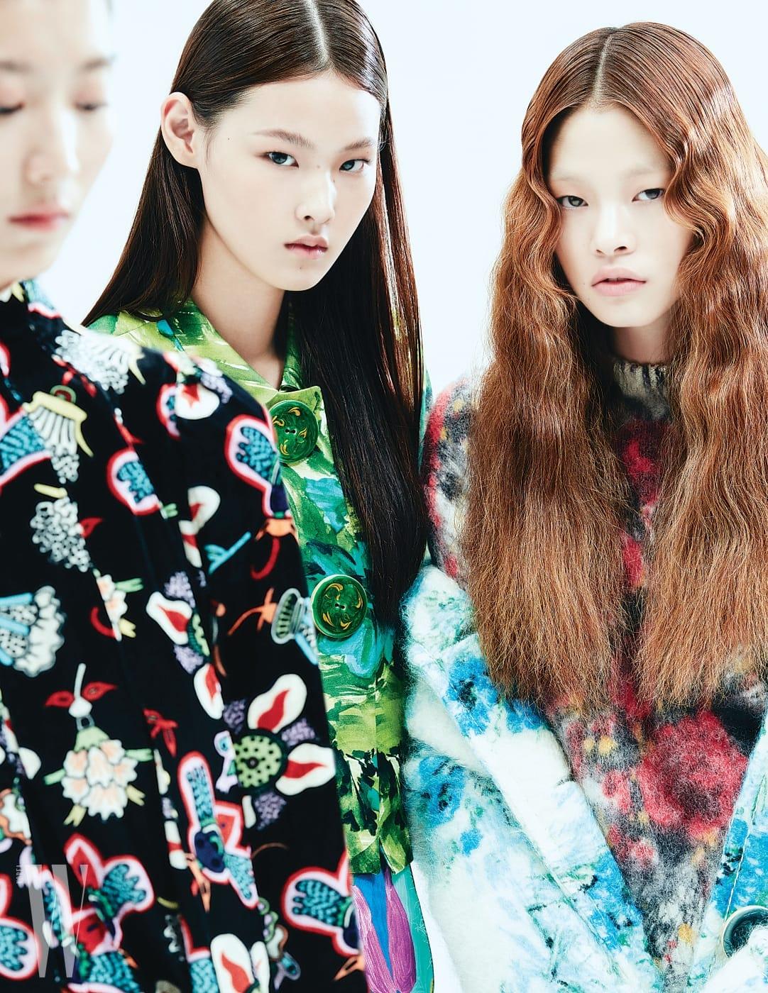수민이 입은 다양한 패턴이 어우러진 오버사이즈 무톤 재킷과 미니드레스는 에트로 제품. 8백70만원, 2백28만원. 사이하이 부츠는 펜디 제품. 1백81만원. 아현이 입은 동양적인 패턴의 톱과 팬츠, 실크 벨트, 퍼 장식 블로퍼는 모두 구찌 제품. 모두 가격 미정. 앨리스가 입은 대자연이 연상되는 독특한 패턴의 롱 코트와 벨벳 팬츠는 조르지오 아르마니 제품. 모두 가격 미정.