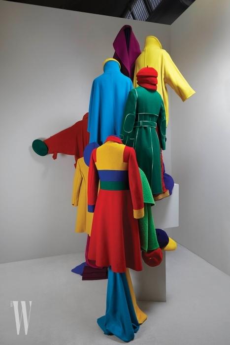 하나의 예술 작품으로 승화시킨 막스마라의 코트.