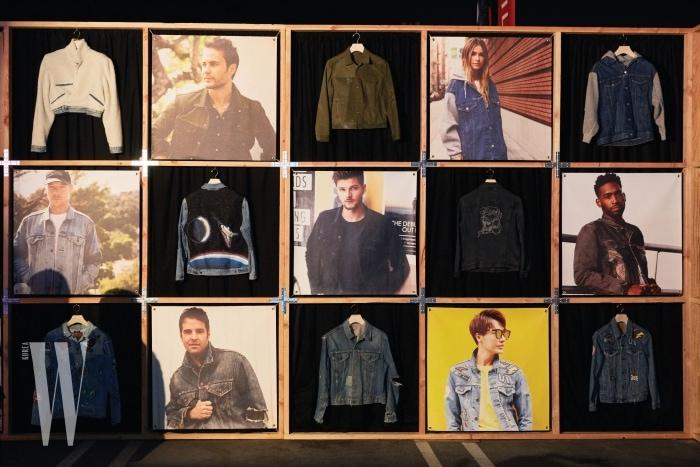 리바이스의 트러커 50주년 행사에 참여한 셀레브리티들과 그들이 커스텀한 트러커 재킷이 벽면을 가득 채웠다.