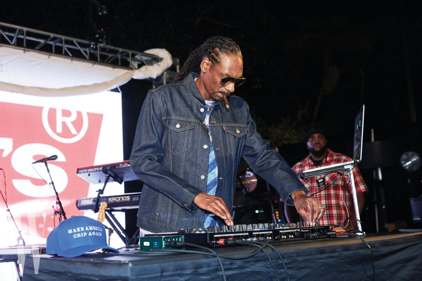 트러커 커스텀에도 참여한 살아 있는 레전드, 힙합 뮤지션 스눕독의 디제잉과 공연도 즐길 수 있었다.