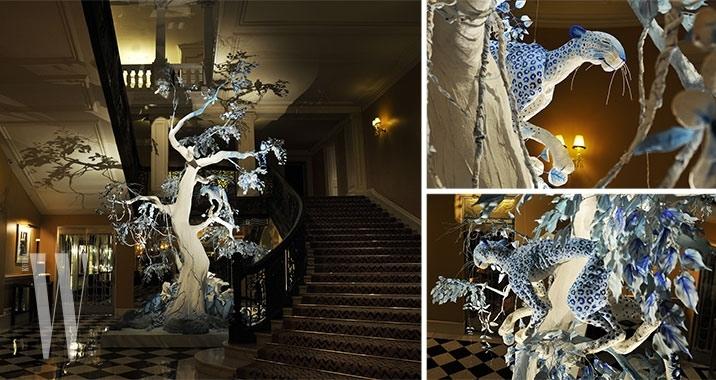 2009-john-galliano-for-dior-claridges-christmas-tree