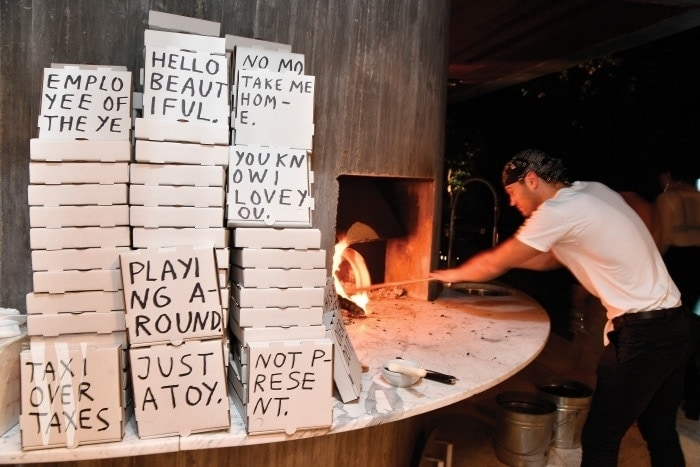 1. 'KS x MCM' 행사가 열린 선 배스 하우스의 화덕에서 구워져 나오는 피자.