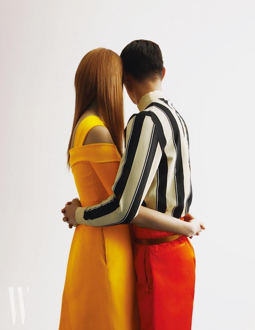 방태은이 입은 줄무늬 톱, 레드 팬츠, 벨트는 모두 Prada, 김성희가 입은 드레스는 Preen by Thorton Bregazzi by Net-a-Porter, 시계는 Hermes 제품.