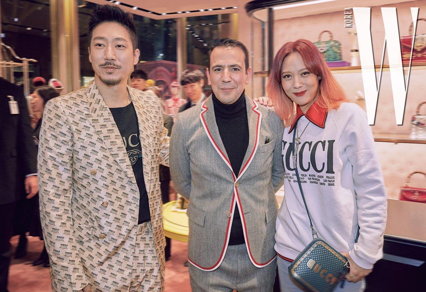 카림 페투스 지사장과 다정한 포즈를 취한 가수 타이거 JK, 윤미래 부부.