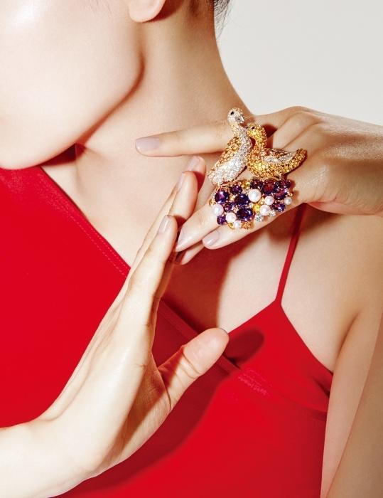 드레스는Michelle Mason by Net-a-Porter 제품.