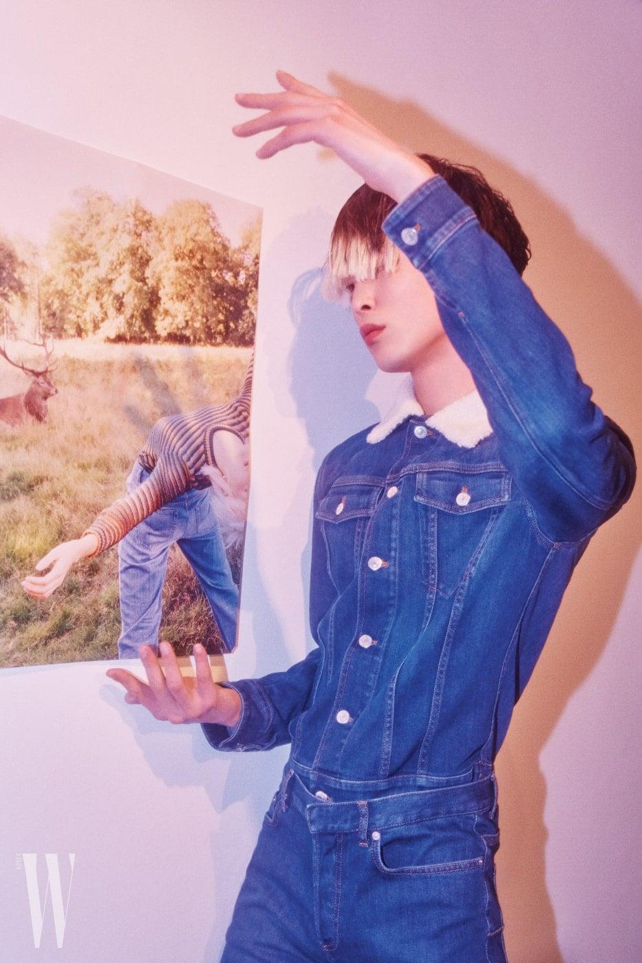 데님 재킷과 팬츠는 Dior Homme 제품.