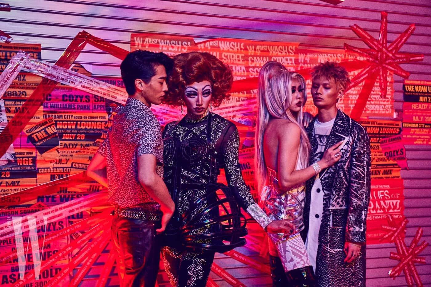 패션화보 촬영에 함께한 드랙퀸 나나와 보리. 그들의 압도적인 비주얼에 관객들은 눈을 떼지 못했다.