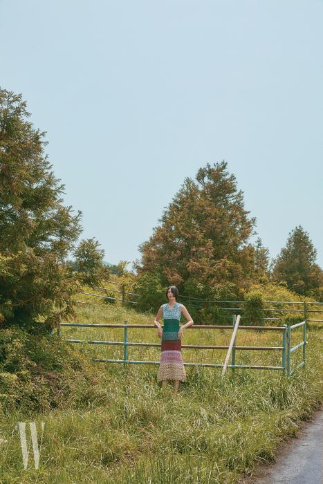 니트 드레스는 Sonia Rykiel 제품.