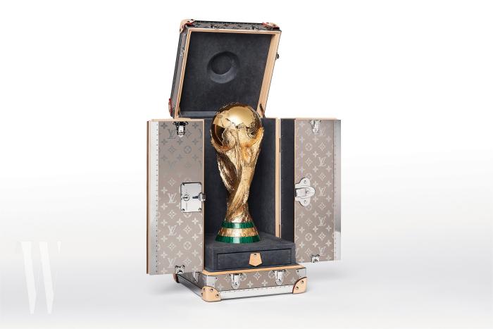 2010 년 남아공, 2014 브라질에 이어 이번 러시아 월드컵 역시 루이 비통이 피파 월드컵 트로피 케이스를 특별 제작했다 .