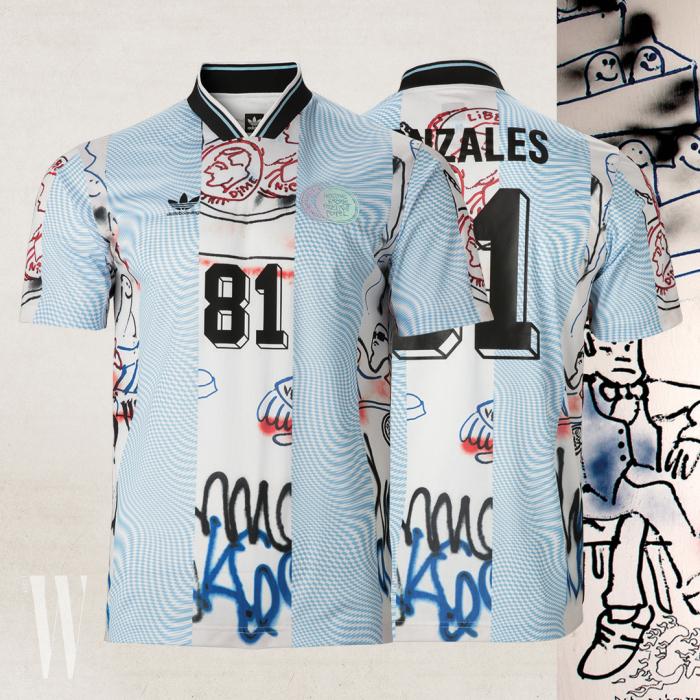 마크 곤잘레스 등 스케이트보더들과 협업한 축구 유니폼 컬렉션은 아디다스 오리지널스 제품. 긴소매 10 만 9천원, 반소매 9 만 9천원.