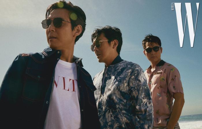 이정재, 하정우, 정우성이 착용한 선글라스는 모두 Paul Hueman 제품 . 이정재가 입은 데님 셔츠, 티셔츠는 Valentino, 하정우가 입은 재킷, 티셔츠, 팬츠는 모두 Coevo, 정우성이 입은 셔츠, 팬츠는 Fendi 제품 .