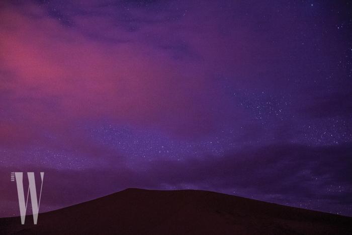 고요한 평화를 선사하는 모로코 에르그 셰비 사막의 밤.
