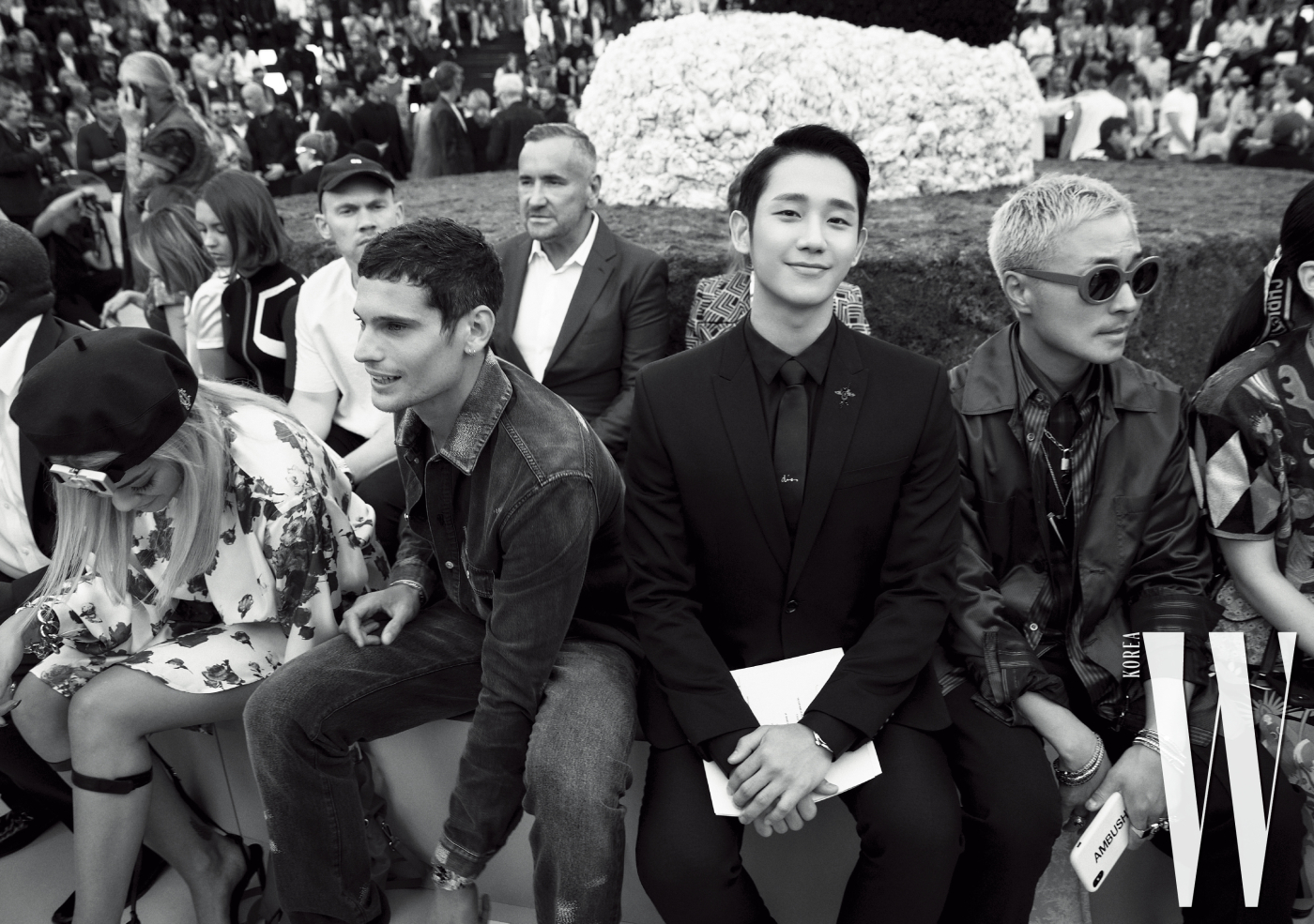 디올의 초대를 받은 게스트들과 나란히 프런트로에 자리한 그의 모습.