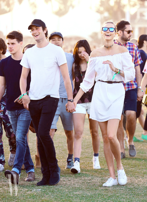 EXCLUSIVE: Karlie Kloss and boyfriend Joshua Kushner are all smiles at Stagecoach in Indio, CA.