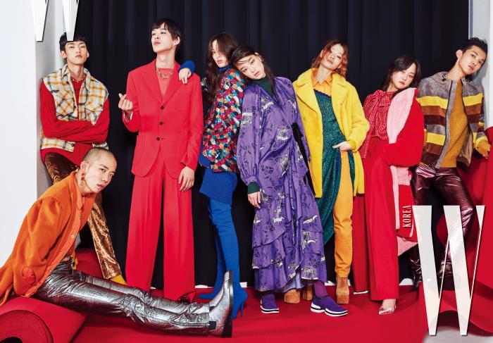 다니엘 오가 입은 오렌지색 코트는 YCH, 재킷은 Calvin Klein Jeans, 은색 팬츠는 Ordinary People, 이어링은 1064 Studio 제품. 정용수가 입은 체크 베스트는 Isabel Marant Homme, 니트는 Zara, 골드 팬츠는 Kimseoryong, 삭스 스니커즈는 Fendi, 네크리스는 Tani by Minetani 제품. 박경진이 입은 빨간 슈트는 Big Park, 오렌지 컬러 톱은 Saint James, 네크리스는 Tani by Minetani 제품. 티아나가 입은 멀티 컬러 재킷은 Kimseoryong, 파란 니트 드레스는 Maison Margiela, 사이하이 부츠는 Balenciaga 제품. 김설희가 입은 패턴 원피스는 Big Park, 스니커즈는 Stuart Weitzman 제품. 김아현이 입은 노란색 퍼 코트는 Bally, 드레스는 Missoni, 노란색 셔츠와 팬츠는 Calvin Klein Jeans, 스웨이드 부츠는 Saint Laurent 제품. 강승현이 입은 빨간 퍼 코트는 YCH, 블라우스와 팬츠는 Eenk, 은색 힐은 Rachel Cox 제품. 전준영이 입은 스웨이드 재킷은 Bally, 니트 톱은 YMC, 팬츠는 Ordinary People, 퍼 로퍼는 Emporio Armani, 이어링은 Beauton 제품.