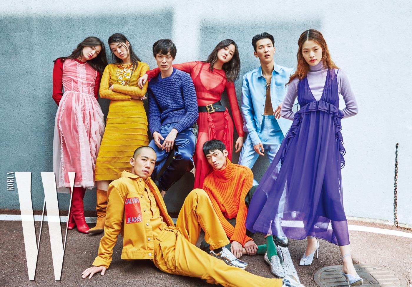 티아나가 입은 시스루 드레스는 4 Moncler Simone Rocha, 빨간 니트 드레스는 Maison Margiela, 롱부츠는 Salvatore Ferragamo 제품. 김설희가 입은 드레스는 Bottega Veneta, 스웨이드 부츠는 Stuart Weitzman 제품. 박경진이 입은 니트는 Ermenegildo Zegna Couture, 팬츠는 Bottega Veneta 제품. 강승현이 입은 레드 시스루 드레스, 블랙 벨트, 브라, 브리프는 모두 Dior 제품. 전준영이 입은 하늘색 셔츠와 팬츠는 Jarret, 은색 부츠는 Ordinary People 제품. 김아현이 입은 보라색 드레스는 N21, 슈즈는 Jimmy Choo 제품. 다니엘 오가 입은 데님 재킷, 셔츠, 팬츠는 모두 Calvin Klein Jeans, 스니커즈는 Valentino Garavani 제품. 정용수가 입은 오렌지색 니트는 Louis Vuitton, 팬츠는 COS, 주얼 장식 로퍼는 Christian Louboutin 제품.
