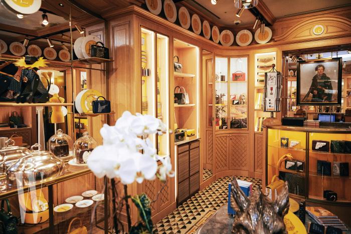 클래식한 백부터 유니크한 소품까지 다양한 제품을 만날 수 있었던 매장 내부.