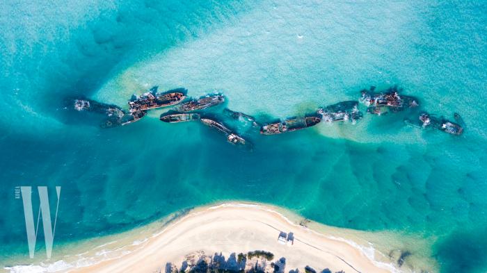 브리즈번 시내에서 배를 타고 1시간 남짓한 거리에 있는 모턴섬 내 난파선 구역. 많은 여행자들이 수영과 스노클링을 즐기는 스폿이다.