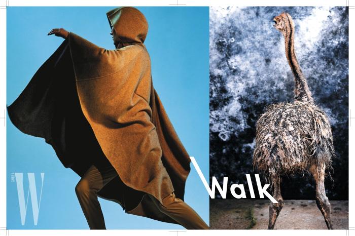 캐멀 색상의 후디 케이프 코트와 고리 장식 팬츠는 모두 Givenchy 제품.