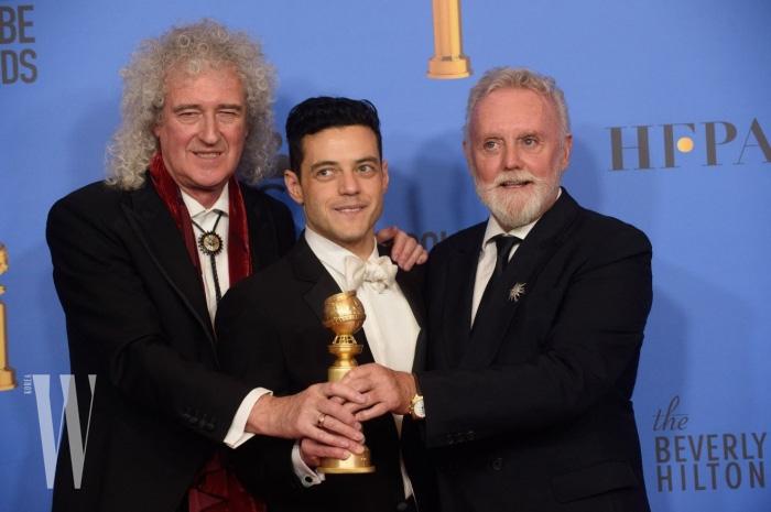 수상 후 퀸의 브라이언 메이, 그리고 로저 테일러와 함께 기쁨을 나눈 라미 말렉.